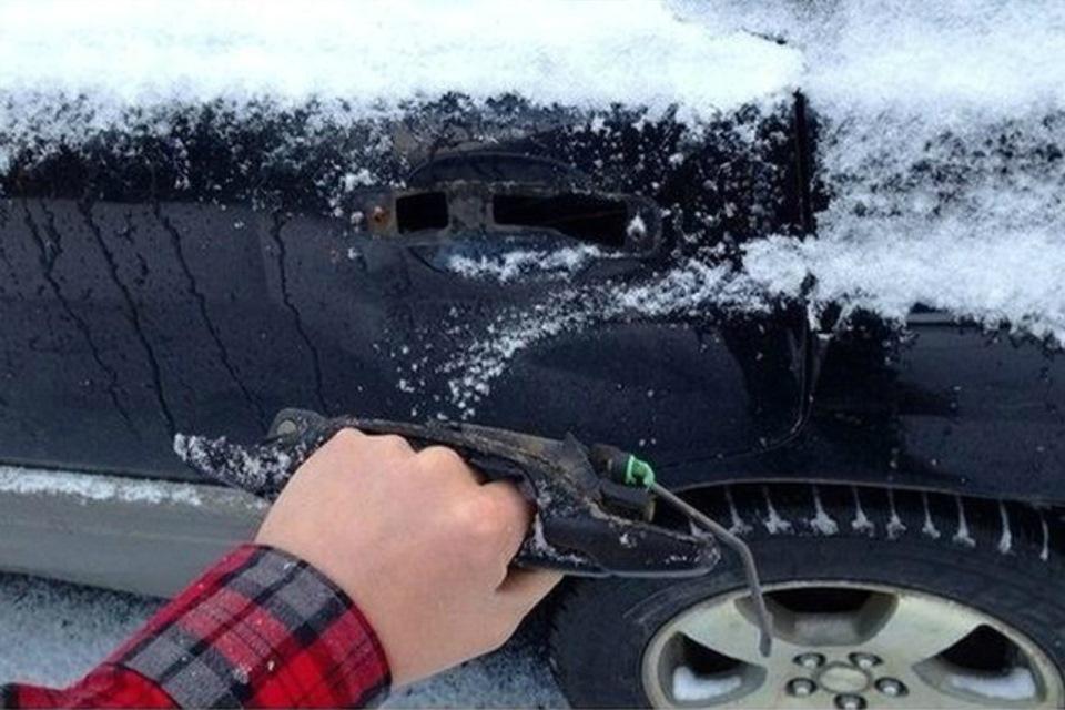 Почему примерзают двери в машине