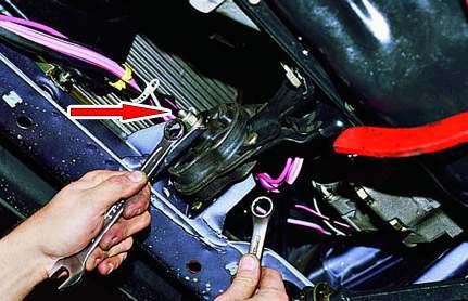 Замена подушки двигателя 09